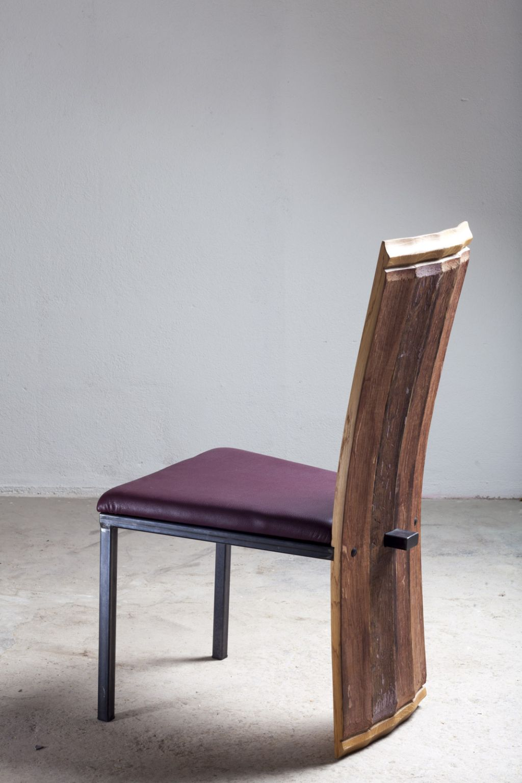 Stuhl mit hoher lehne latest x aluminium hochlehner mit for Hoher stuhl mit armlehne